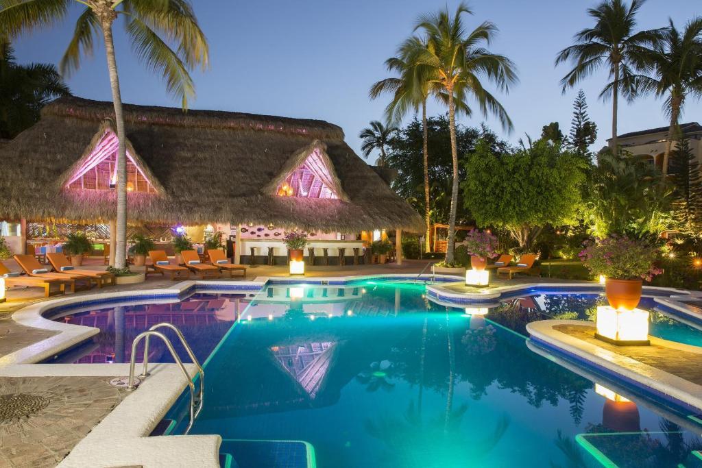 Piscina en o cerca de Flamingo Vallarta Hotel & Marina