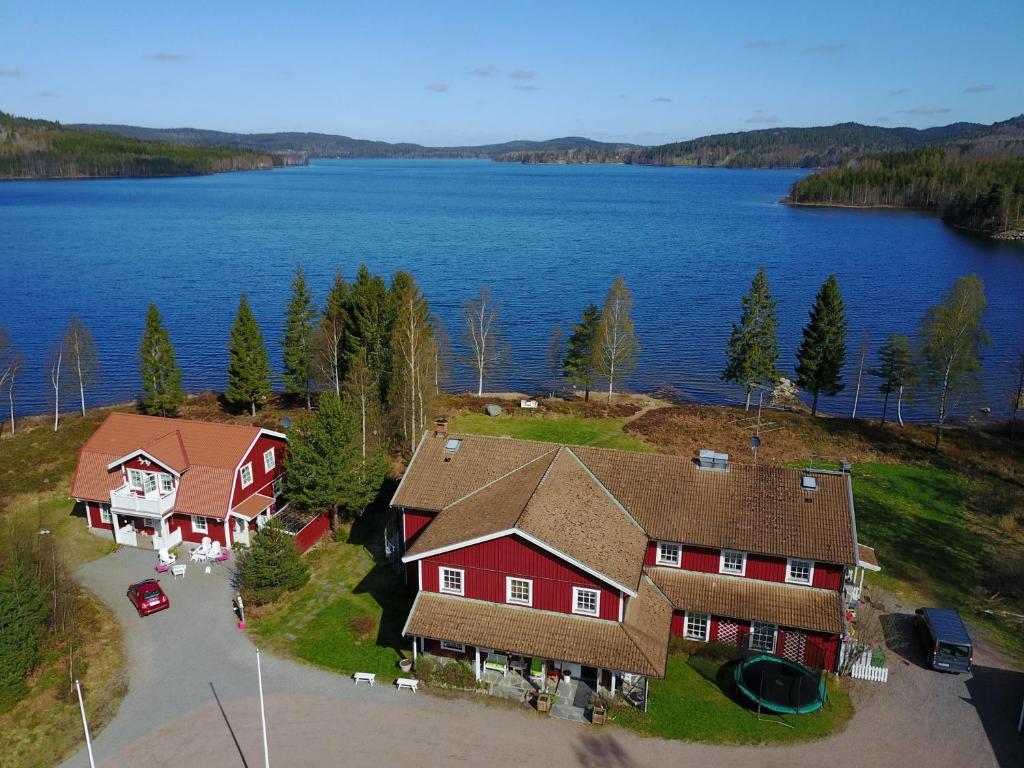 Een luchtfoto van Edsleskogs Wärdshus