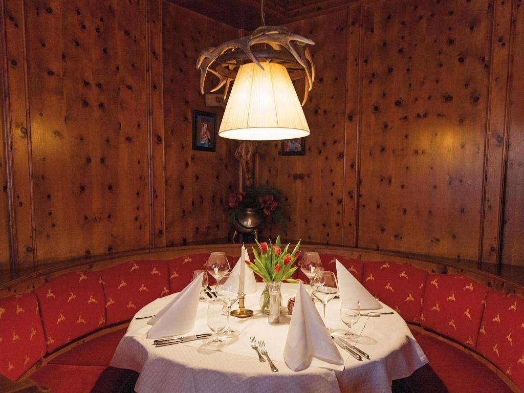 Ein Restaurant oder anderes Speiselokal in der Unterkunft Hotel Gasthof Blaue Quelle