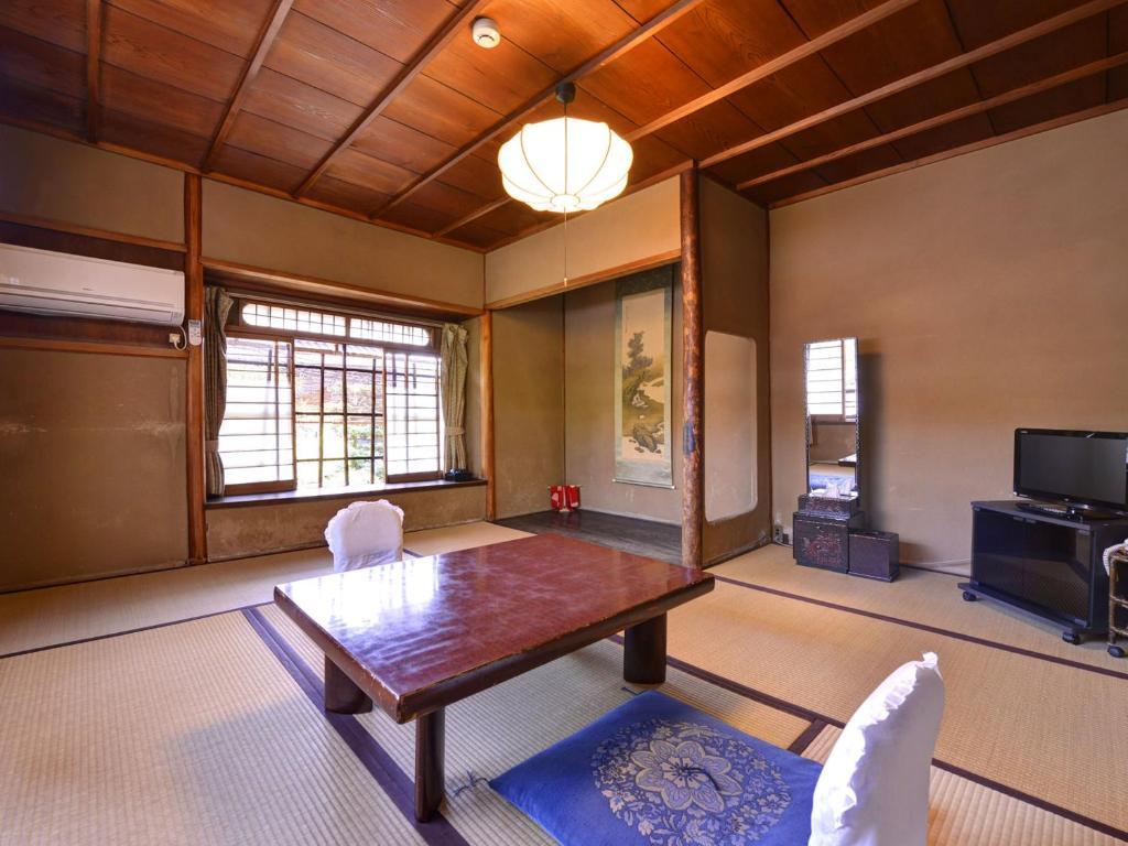 A seating area at Ryokan Inakatei
