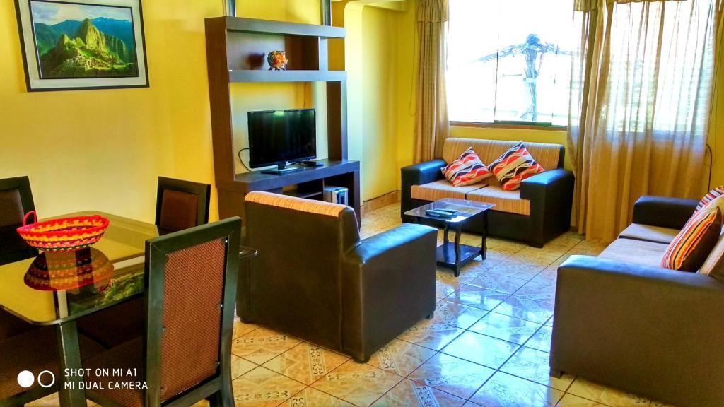 Una televisión o centro de entretenimiento en Rent Apartment - To Cusco