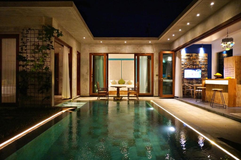 The swimming pool at or near deLodtunduh Villa 2
