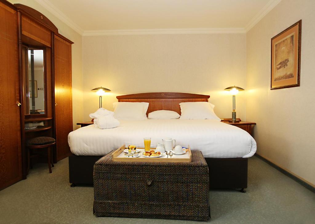 Un ou plusieurs lits dans un hébergement de l'établissement Millennium Hotel Paris Charles De Gaulle