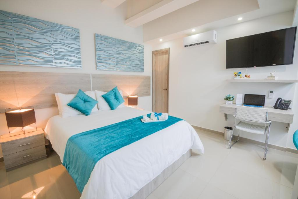 A bed or beds in a room at Velik Ocean Hotel Aeropuerto