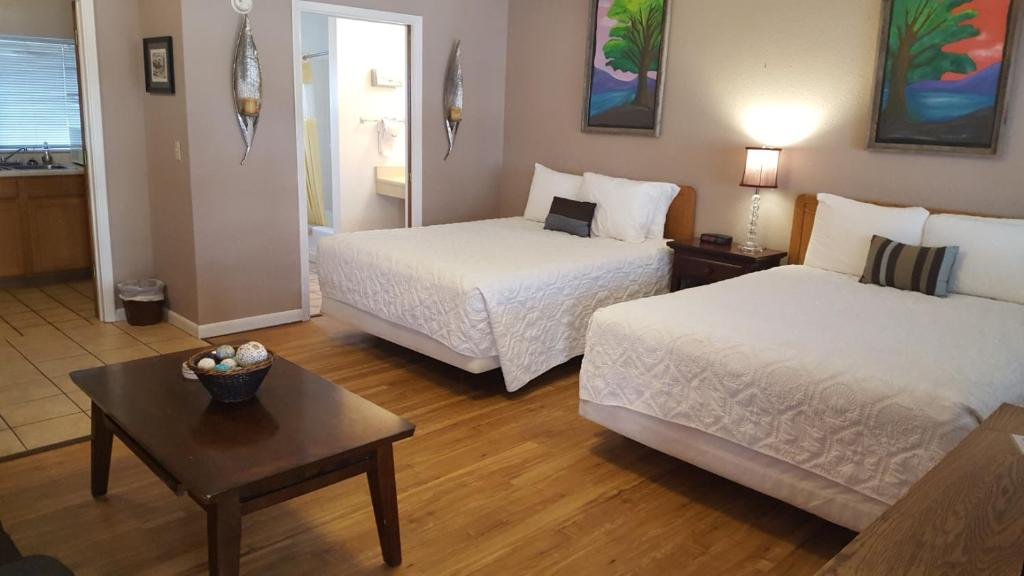 A bed or beds in a room at Wapiti Lodge