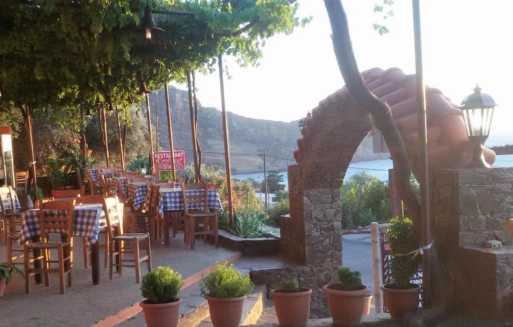 Apartment Antonis Studio Sfinárion Greece Booking Com