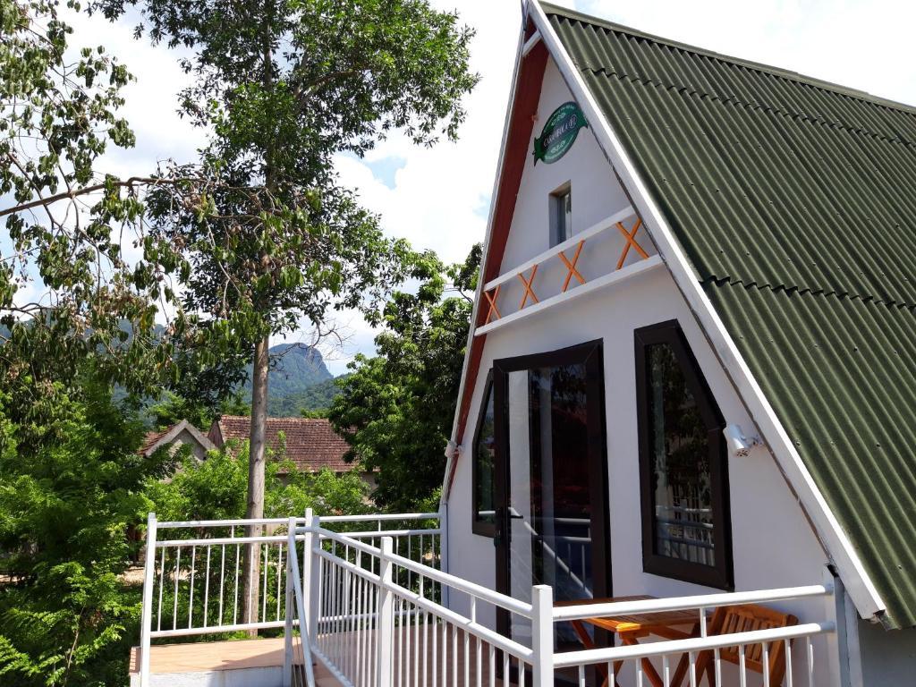 Bungalow Riêng Với Ban Công Và Tầm Nhìn Ra Núi