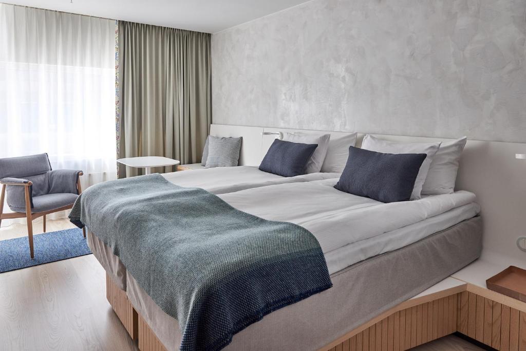 Кровать или кровати в номере Nordic Light Hotel