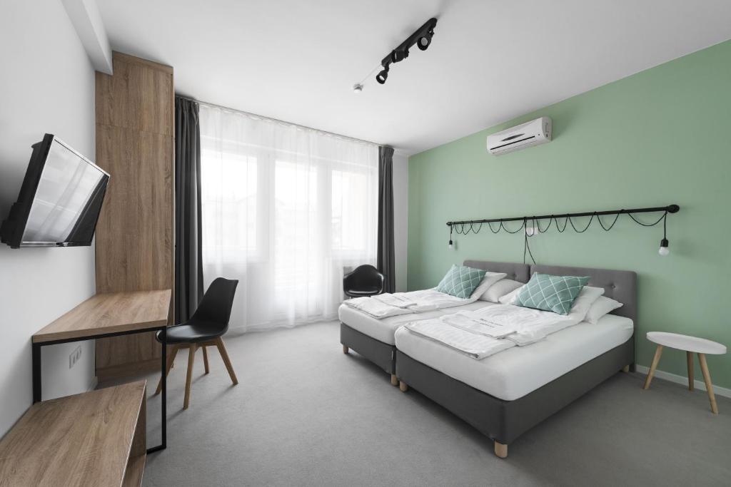 Ein Bett oder Betten in einem Zimmer der Unterkunft Hotel Chesscom