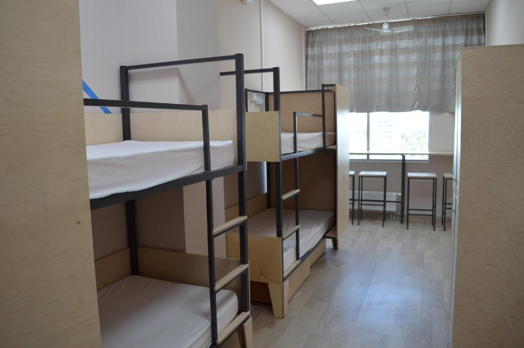 Двухъярусная кровать или двухъярусные кровати в номере Спорт-отель Шале Триумф