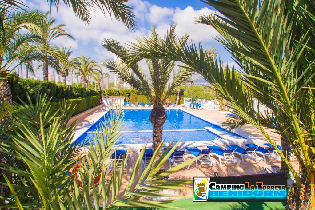 A view of the pool at Camping La Torreta or nearby