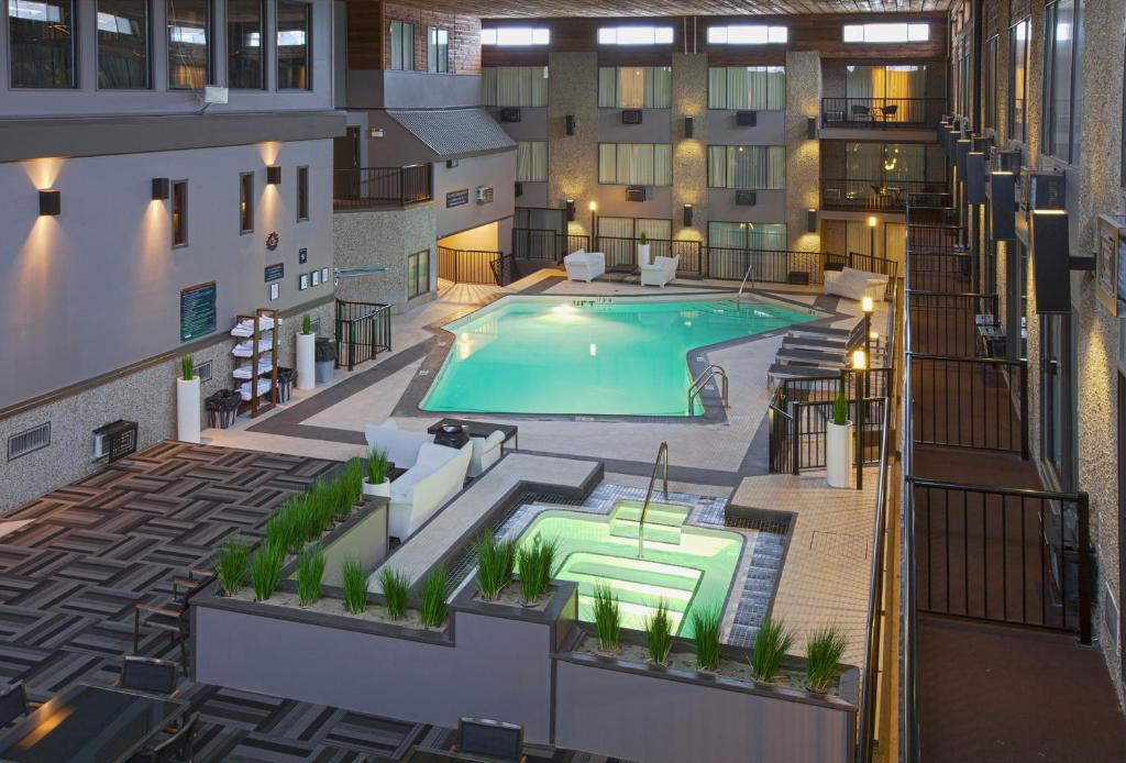 A view of the pool at Sandman Hotel & Suites Kelowna or nearby