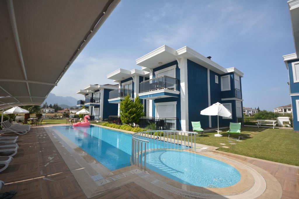Бассейн в Camyuva Beach Hotel или поблизости