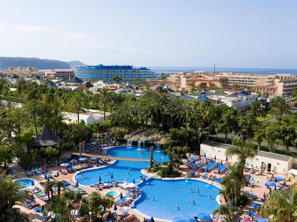 A view of the pool at Hotel Best Tenerife or nearby