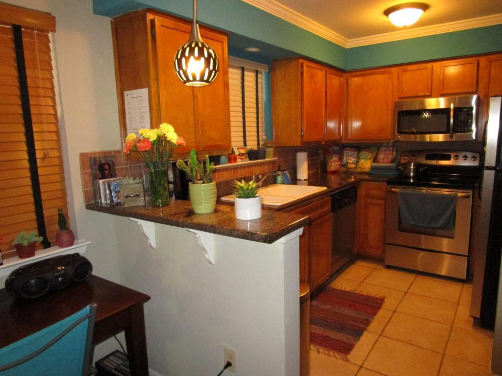 A kitchen or kitchenette at The Railyard Condominiums