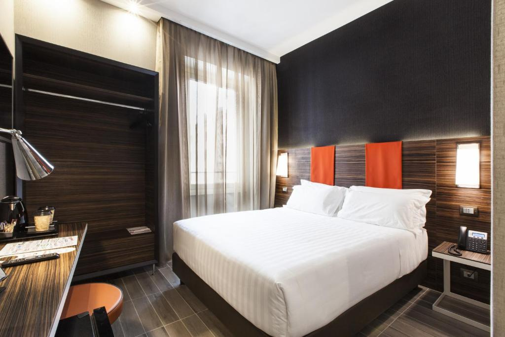 A bed or beds in a room at Smooth Hotel Rome Repubblica