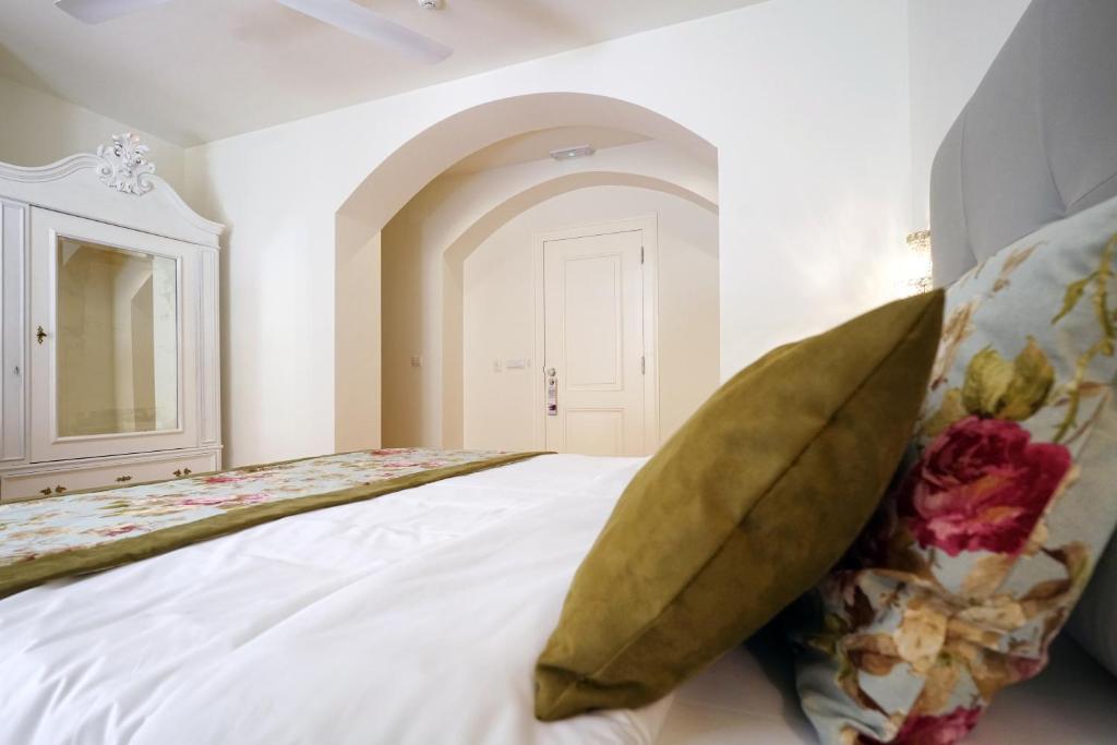 A bed or beds in a room at Casas de São Bento