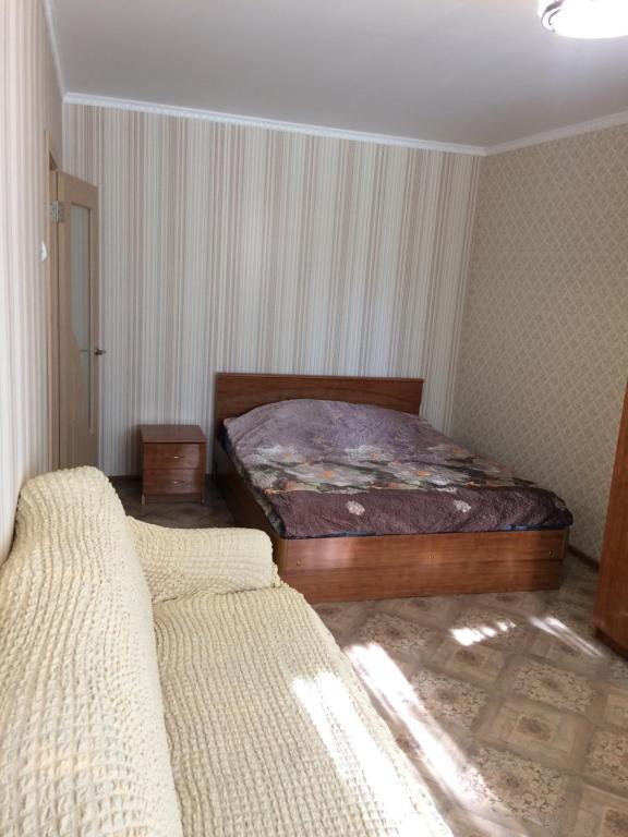 Кровать или кровати в номере Апартаменты на 139 стрелковой 8