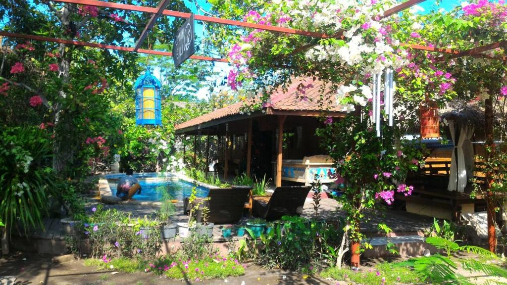 The swimming pool at or close to Omah Gili Hotel