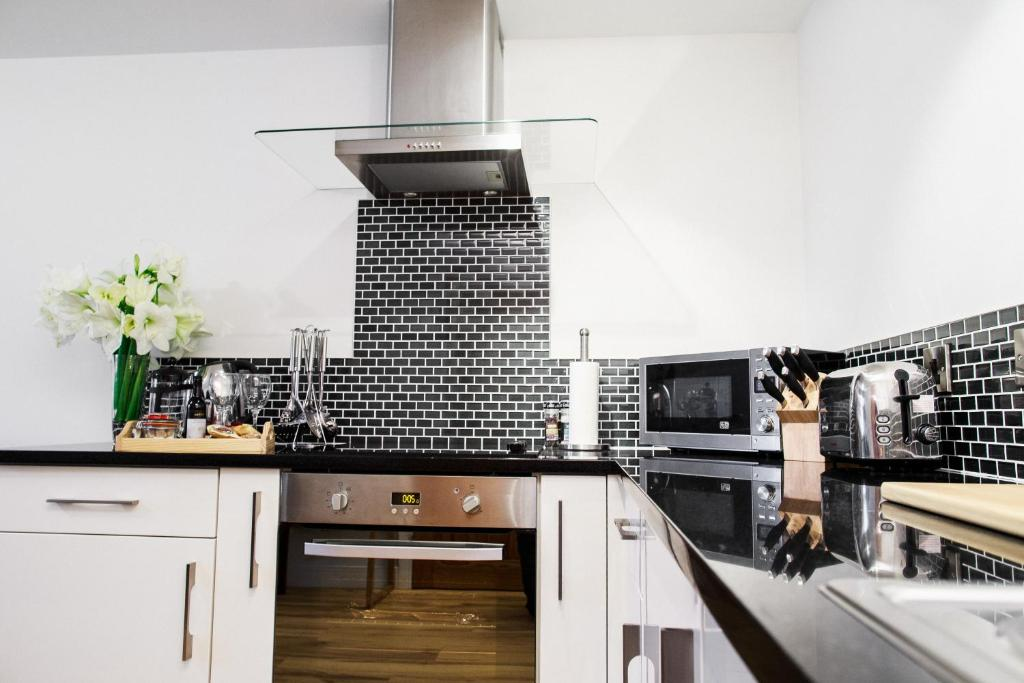 A kitchen or kitchenette at Fishergate Apartments