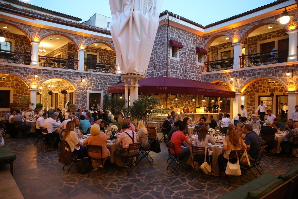 A restaurant or other place to eat at L'agora Old Town Hotel & Bazaar