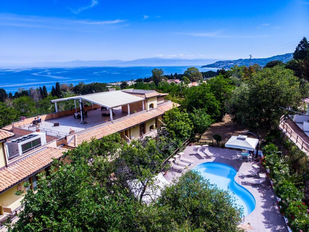 Вид на бассейн в Hotel Cannamele Resort или окрестностях