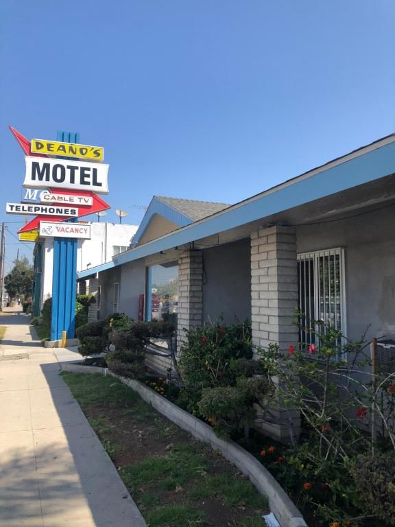 Deano's Motel.