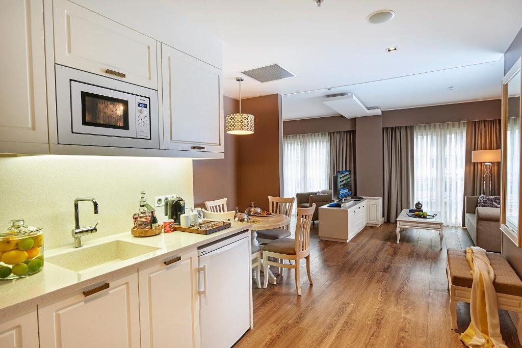 Kuchyň nebo kuchyňský kout v ubytování Renata Boutique Hotel Sisli