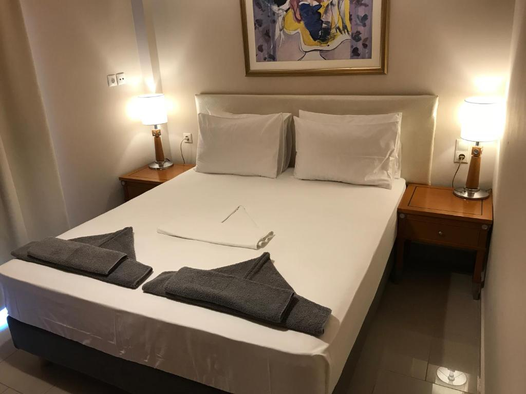 A bed or beds in a room at Aspa Holidays