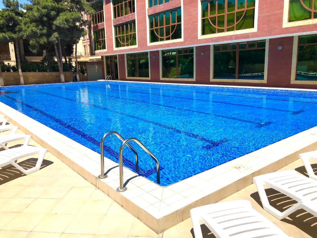 Бассейн в Dubai International Hotel или поблизости