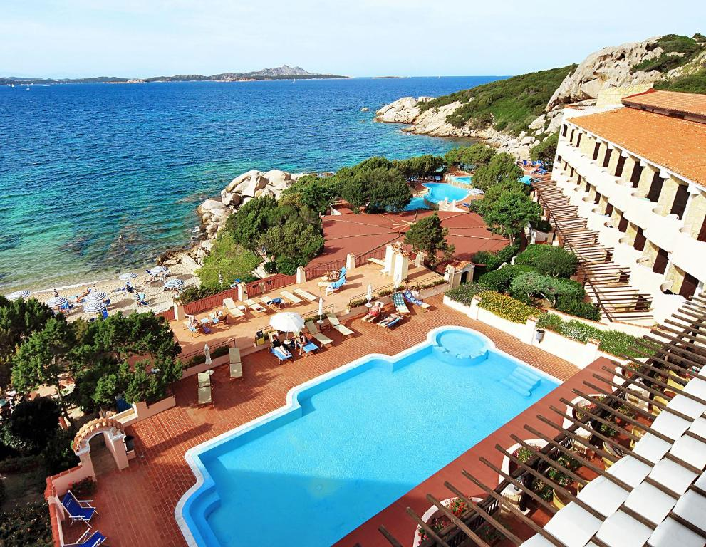A view of the pool at Grand Hotel Smeraldo Beach or nearby