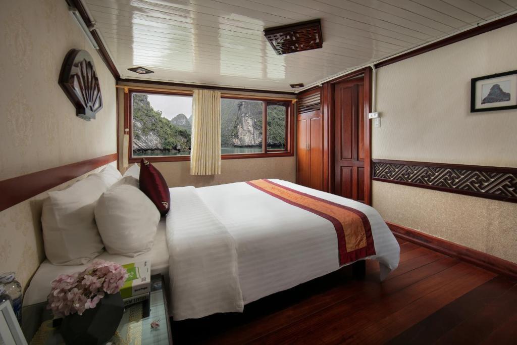 Halong Fantasea Cruise