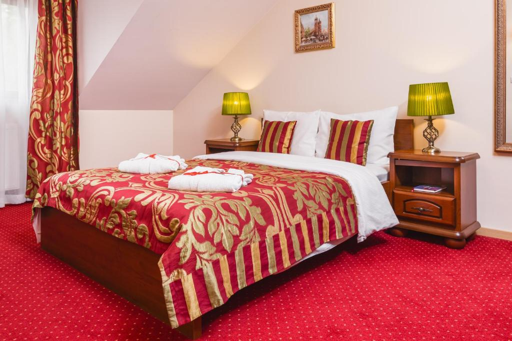 A bed or beds in a room at Domus Mater Hotel