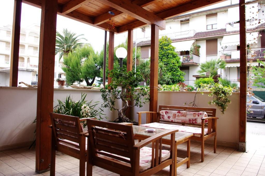 Ein Restaurant oder anderes Speiselokal in der Unterkunft Hotel La Playa
