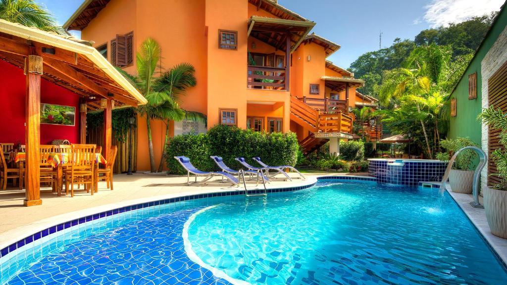 The swimming pool at or near Refúgio Tropical Pousada & Flats