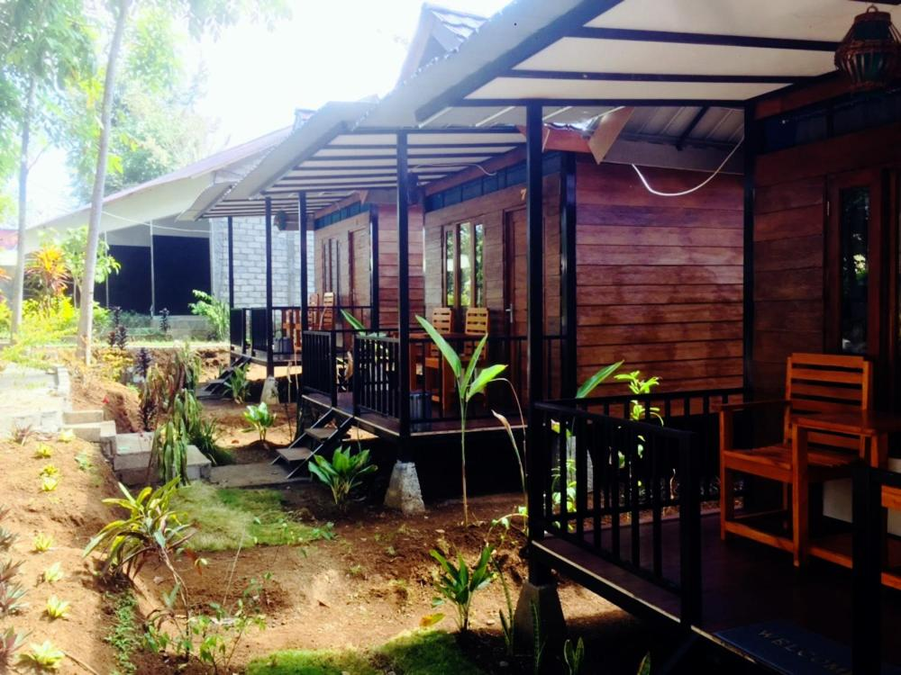 A restaurant or other place to eat at Anak Rinjani Guest House