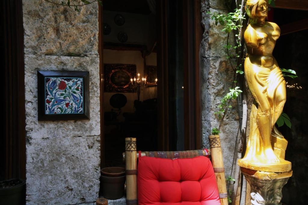 Antique Celtik House