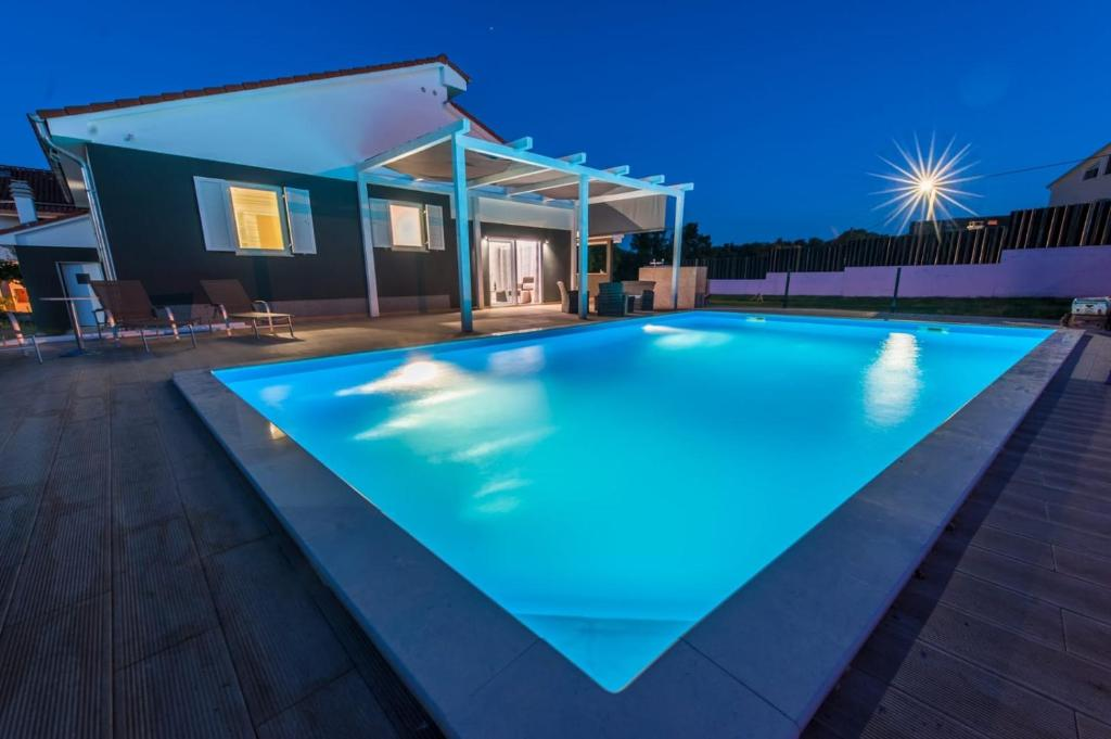 Villa Dream House With Pool And Sau