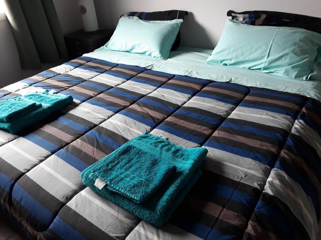 Una cama o camas en una habitación de Departamento Meliades