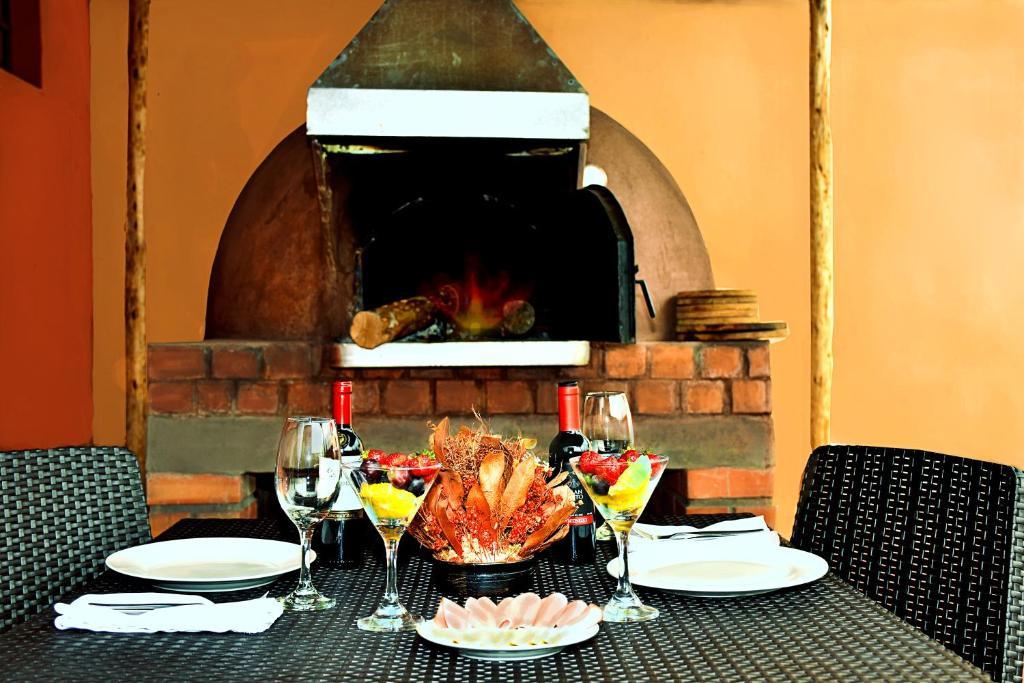Un restaurante o sitio para comer en Imperial Cusco Hotel