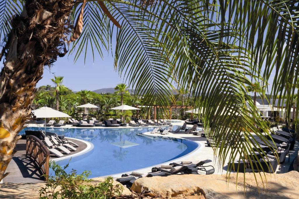 Der Swimmingpool an oder in der Nähe von Conrad Algarve