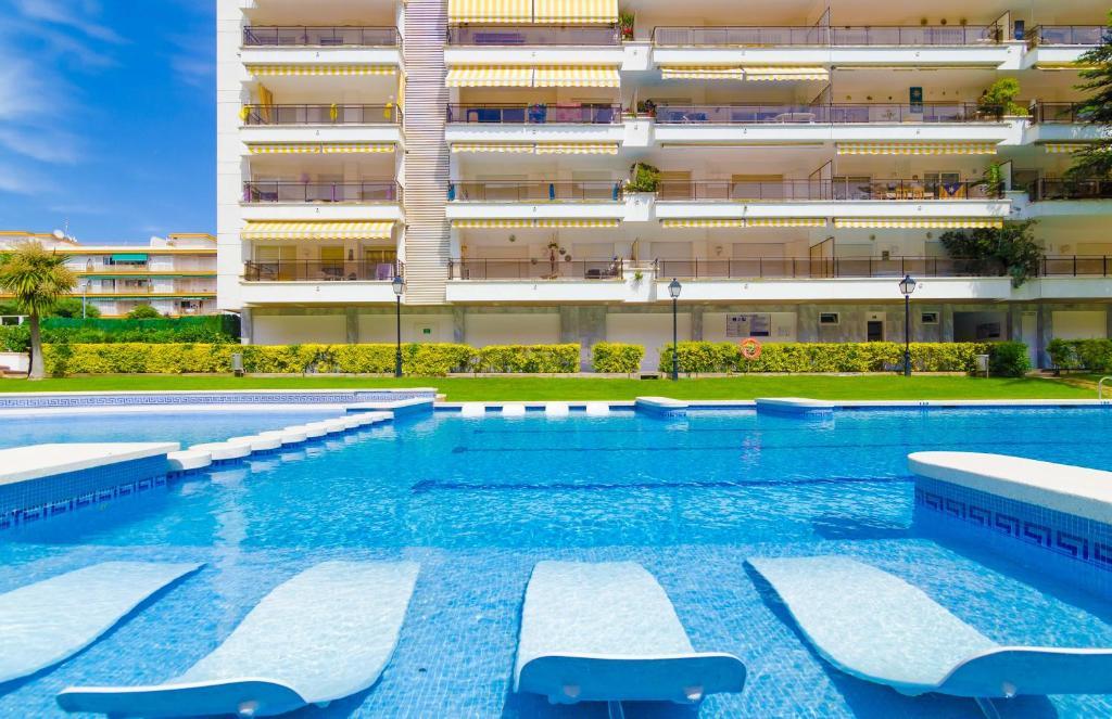 The swimming pool at or near Alva Park