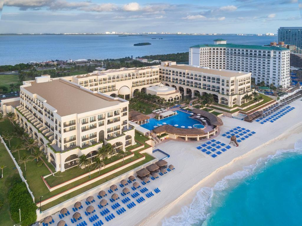 A bird's-eye view of Marriott Cancun Resort