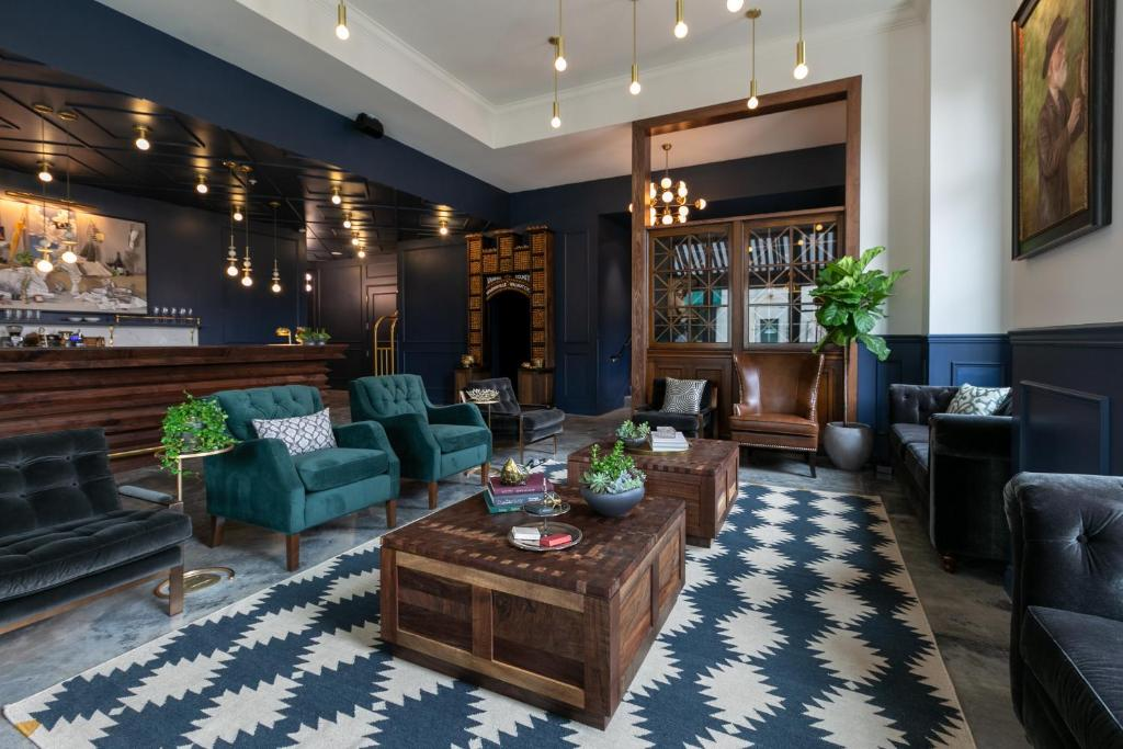 The lobby or reception area at Atticus Hotel