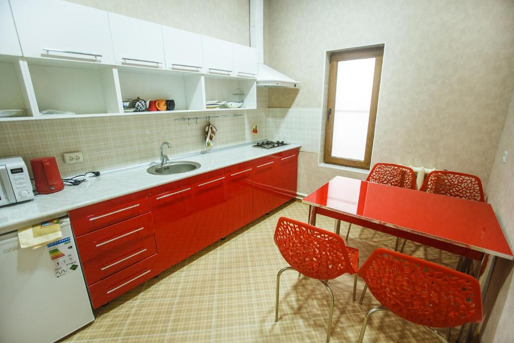 A kitchen or kitchenette at AziaWay Apart-Hotel