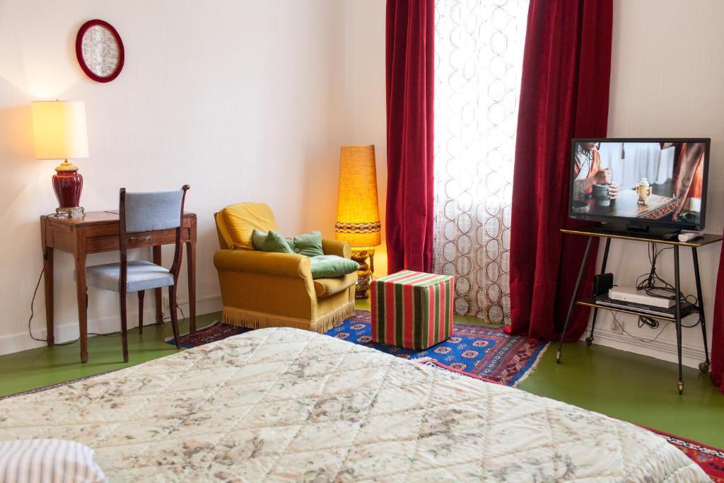Coin salon dans l'établissement 46FM : Montauban Guest House