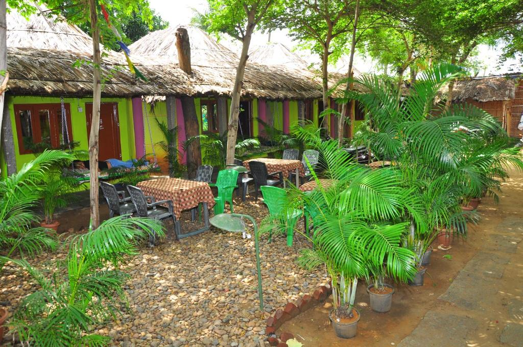 A restaurant or other place to eat at Nargila Guest House