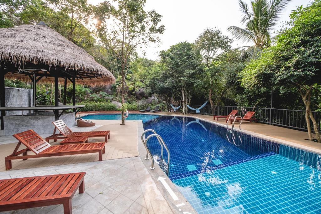 สระว่ายน้ำที่อยู่ใกล้ ๆ หรือใน The Dearly Koh Tao Hostel