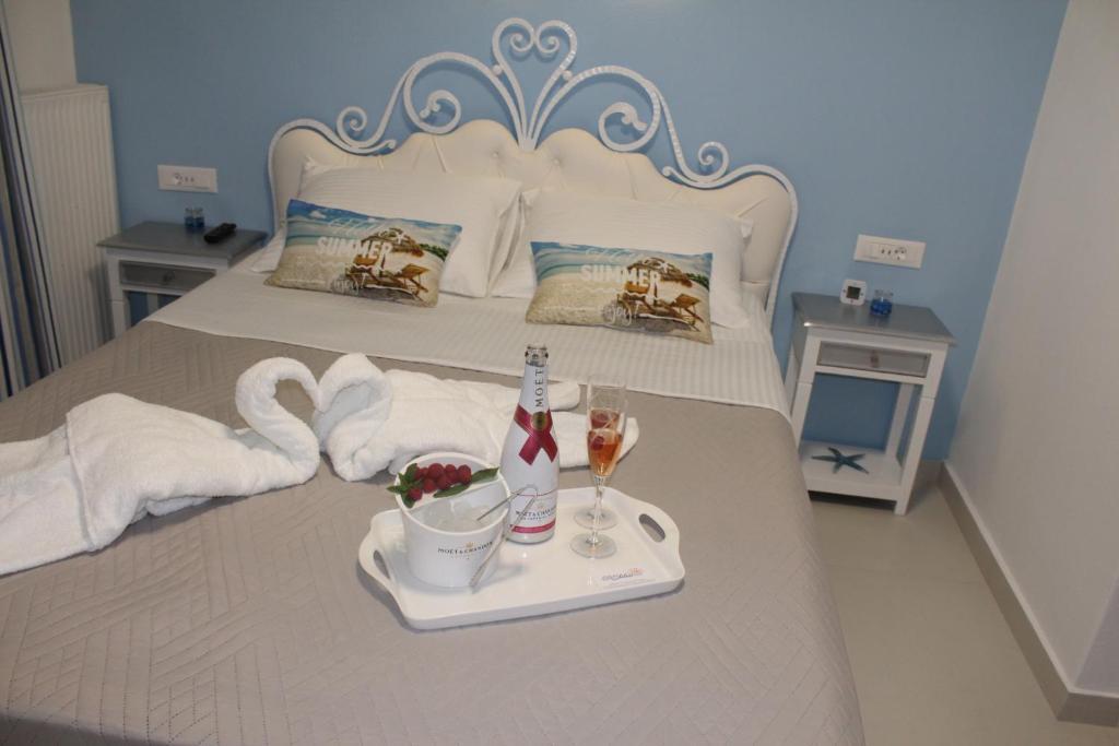Letto o letti in una camera di Stelios Village Mykonos Airport