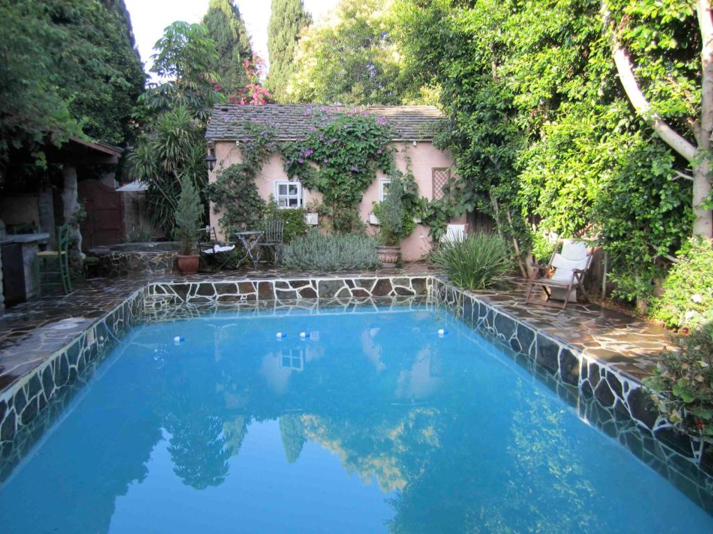 The swimming pool at or near Under the Tuscan Sun Cottage in West Los Angeles